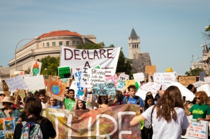 Protesters march toward the Capitol building during D.C.'s Youth Climate Strike Friday, Sept. 20, 2019. (Kailey Broussard/Cronkite News)